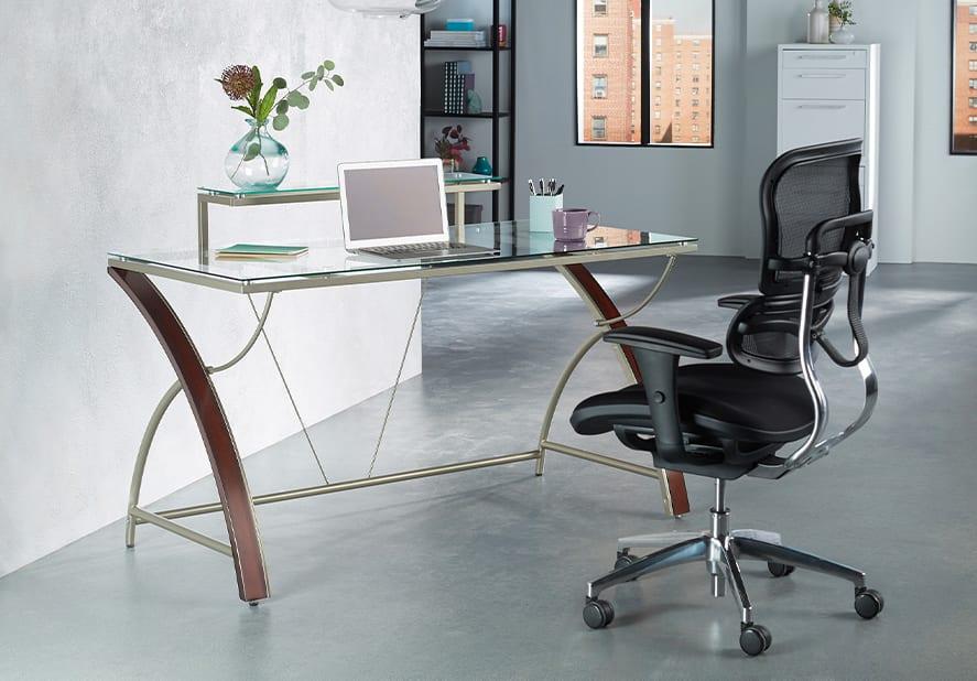 میز کامپیوتر یک میز کارشناسی استاندارد