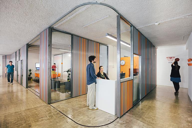 فضای خصوصی در مبلمان دفتر کار باز