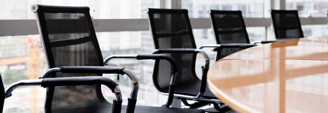 معایب صندلی اداری غیر استاندارد بسیار واضح و روشن است.