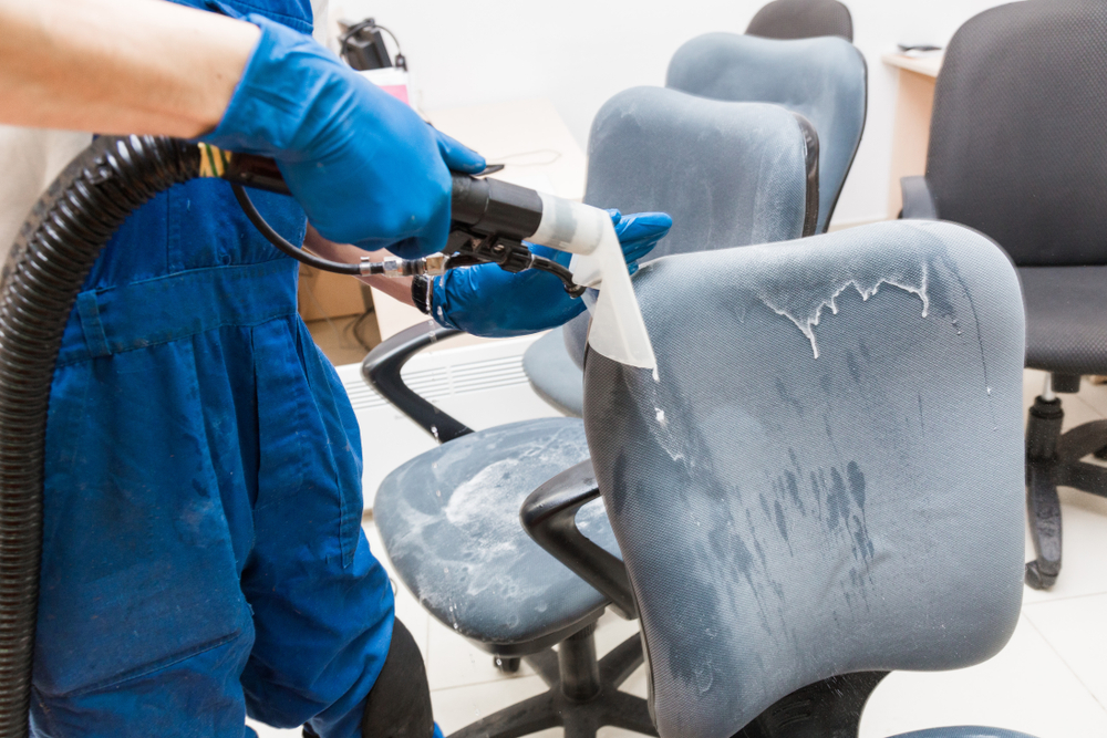 نظافت، تعمیر و نگهداری صندلی اداری در دوام آنها موثر است